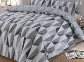 Dreamscene Billie Reversible Geometric Duvet Set
