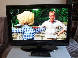 Samsung 32 inch LCD TV with Freeview