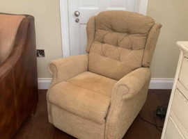 Heated Celebrity Dual Motor Rise and Recliner Mobility Chair - As new and only a few months old