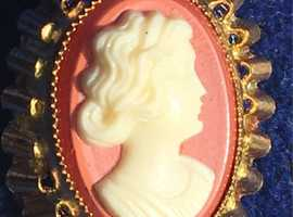 Ladies Jewellery Rolled Gold Cameo Shell Brooch.