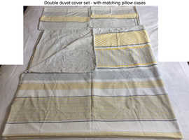 Double duvet cover set with matching pillow cases