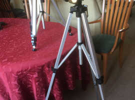 2 Revue Tripods Model 323B + Unomat LX700GS Multi video photolight