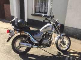 Daelim 125 cc bobber