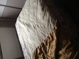 Striking bed throw