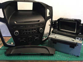 Ford Focus 2016 Mk3.5  DAB Radio/CD with fascia panel. display is faulty