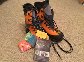 Arbortec Scafell lite chainsaw boots(Brand new)
