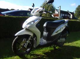 Honda Vision NSC 110 E Scooter 2013