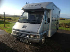 RENAULT MASTER T35 DIESEL HORSE BOX  TAKES 2X17 HH HORSES.