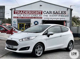 2014/14 Ford Fiesta 1.0 Zetec finished in Frozen White.  29,552 miles