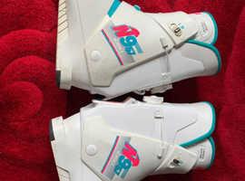 Women's ski boots size 7