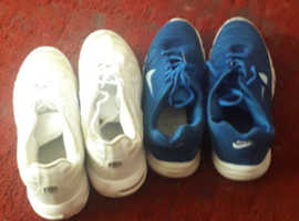 2 PAIRS OF MENS NIKE TRAINERS