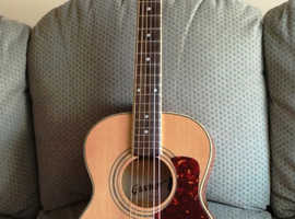 Small bodied parlour type acoustic guitar £55