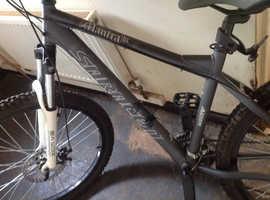 brand new saracen mantra moutain bike.