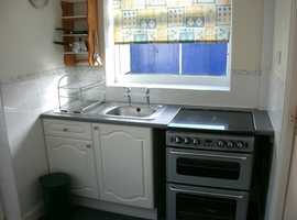 3 rooms £60 /£65pw inc all utilty bills/5 mins town/law uni /on main uni and hospital bus route