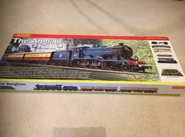 HORNBY. R1089. THE ANGLIAN TRAIN SET IN VERY GOOD CONDITION.