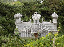 Memorial Statue/ Multigenerational Garden Columbarium by CPSU2013