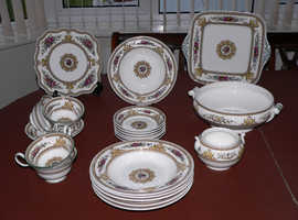 WEDGWOOD COLUMBIA BONE CHINA COLLECTABLE MIXED ITEMS 22-PIECES SET
