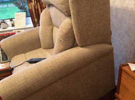 Oakdale 4-Motor Riser Recliner Chair