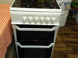 Electric Indesit cooker.