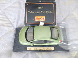 MAISTO 1:18  GREEN VOLKSWAGEN NEW BEETLE BOXED;