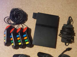 Playstation 2 + extra items / the essentials