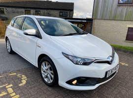 Toyota Auris, 2017 (67) White Hatchback, Cvt , 68,804 miles EURO 6