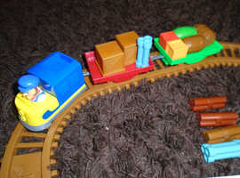 Paw patrol adventure bay railway set with 8 character figures