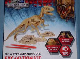 Jurassic World 'Dig A T-Rex' Excavation Kit (new)