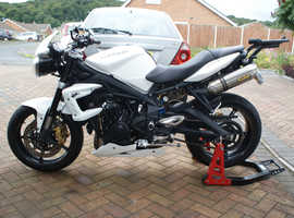 Loveley Triumph Street Triple 675 R ,Dry use only ,garaged.Great price!