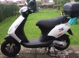 Piaggio zip white and black in colour in mint condition.