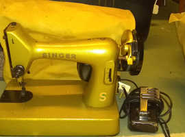 Vintage Singer Electric Sewing Machine - working but in need of Refurbishment