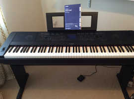 YAMAHA PORTABLE GRAND DGX 660 FULL SIZE KEYBOARD