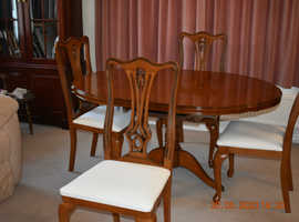 SOLID WOODEN PEDESTAL TABLE WITH FOUR CHAIRS