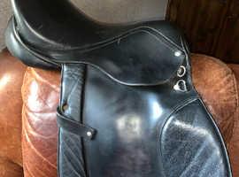 """17.5"""" black leather saddle"""