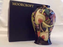 MOORCROFT QUEENS CHOICE Vase