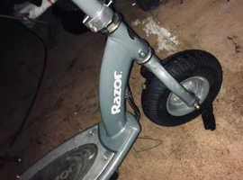 RAZER e300 s scooter