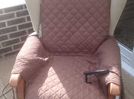 ELECTRIC RISER RECLINER CHAIR - GREAT WORKING ORDER