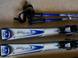 SKIS & POLES c/w CARRYING BAG