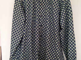 """New men,s """"Innocenti"""" long sleeved checked shirt.  Large size."""