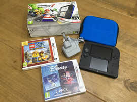 Nintendo 2DS in box like new, games and accessories
