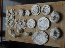 Complete Wedgewood Charnwood vintage dinner  service -  8 person  - an investment!