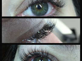 Looking for models for a full set of classic lashes!
