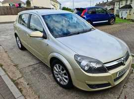 Vauxhall Astra, 2005 (05) Gold Hatchback, Semi auto Petrol, 116,042 miles - has Automatic function