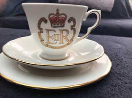 Elizabeth 11 silver jubilee set