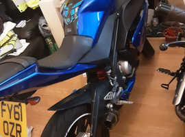 2011 yamaha yzf 125r 2 sets of bodywork  blue and white
