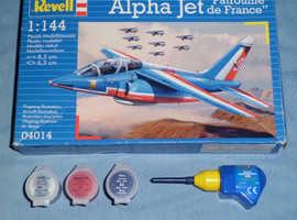 Revell 'Alpha Jet' 1:144 Model Kit, Paints, Glue & Brush (new)