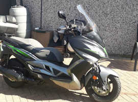 Kawasaki j300 se pristine like new low mileage.
