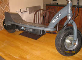 RAZOR ADULT 24 Volt Electric Scooter (New batteries/Cable fitted)