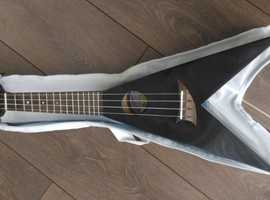 Mahalo Ukulele, 4 string, with case, great entertainment,
