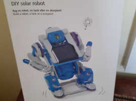 DIY SOLAR ROBOT - NEW